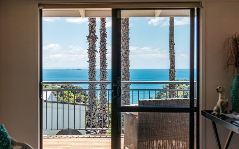 2 BEDROOM PALM BEACH COTTAGE with WIFI and SKY TV