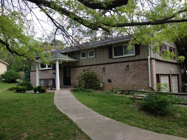 Family Ranch House 4 BR Ithaca NY