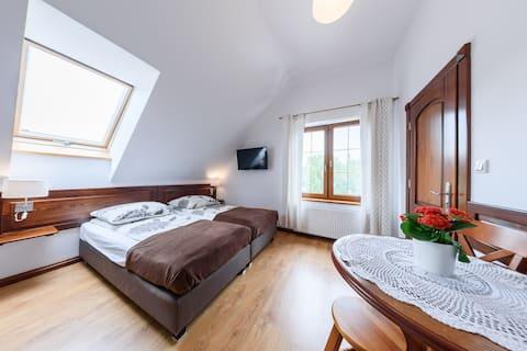 Pokoje i domki przy Leśniczówce