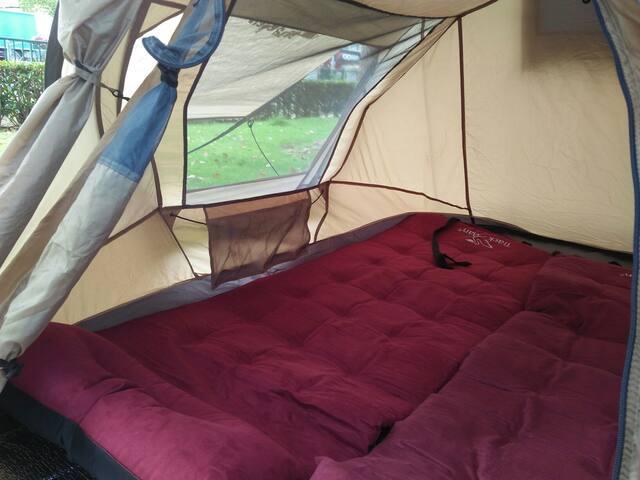 帐篷内部图,方便小袋,可放置手机,书籍,抽纸,笔记本等物品,豪华鹿皮保暖慢回弹床垫实拍图