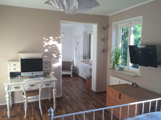 Helle 2-Zimmer-Wohnung 5 Fußminuten zum See - Starnberg - Apartamento