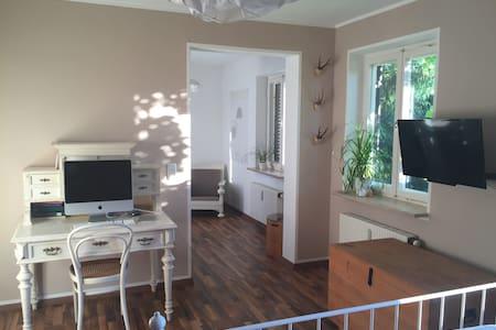 Helle 2-Zimmer-Wohnung 5 Fußminuten zum See - Starnberg - 公寓