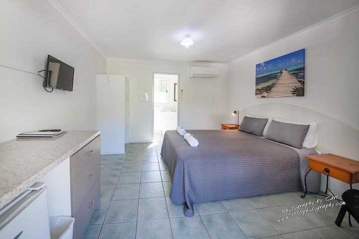 Agnes Palms Motel Room - 200 meters to the beach