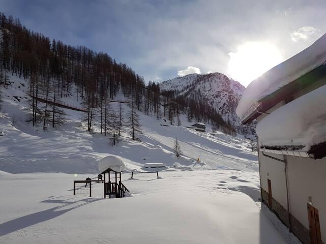 Cozy flat with balcony by the ski pistes