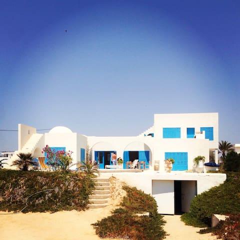Bord de plage, piscine, site féerique. - Djerba Ajim - Villa