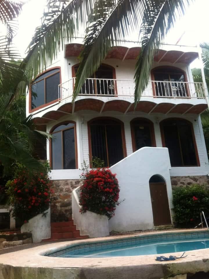 Casa Villas del Tropico, en Los Ayala, Nayarit.