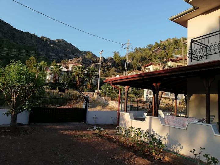 Marmaris Orhaniye Kız Kumu'na yakın dubleks villa