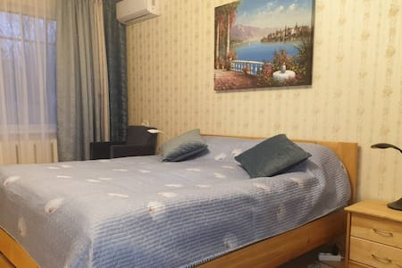 Николаев. Чисто. Очень большая кровать.