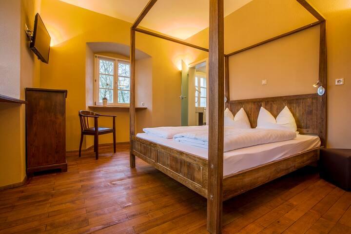 Hotel Fronfeste, Fronfeste GbR (Amberg), Direktorensuite - kostenloses WLAN