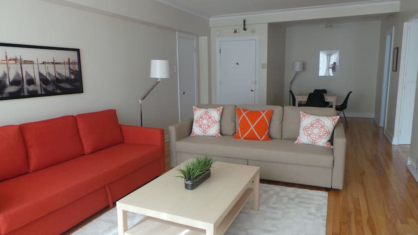 The sunshine suite with free parking (apt 415)