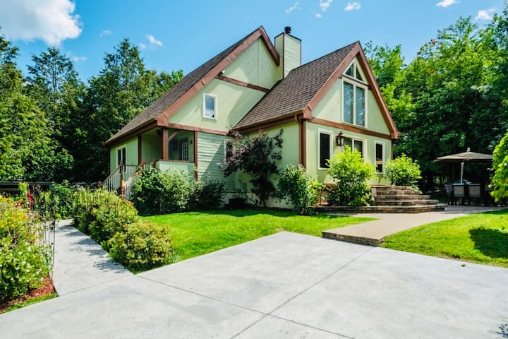 Beautiful retreat in Orford Village
