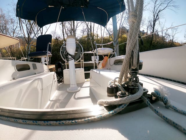 Cozy Chattanooga Sailboat (w/ heater and coffee!)