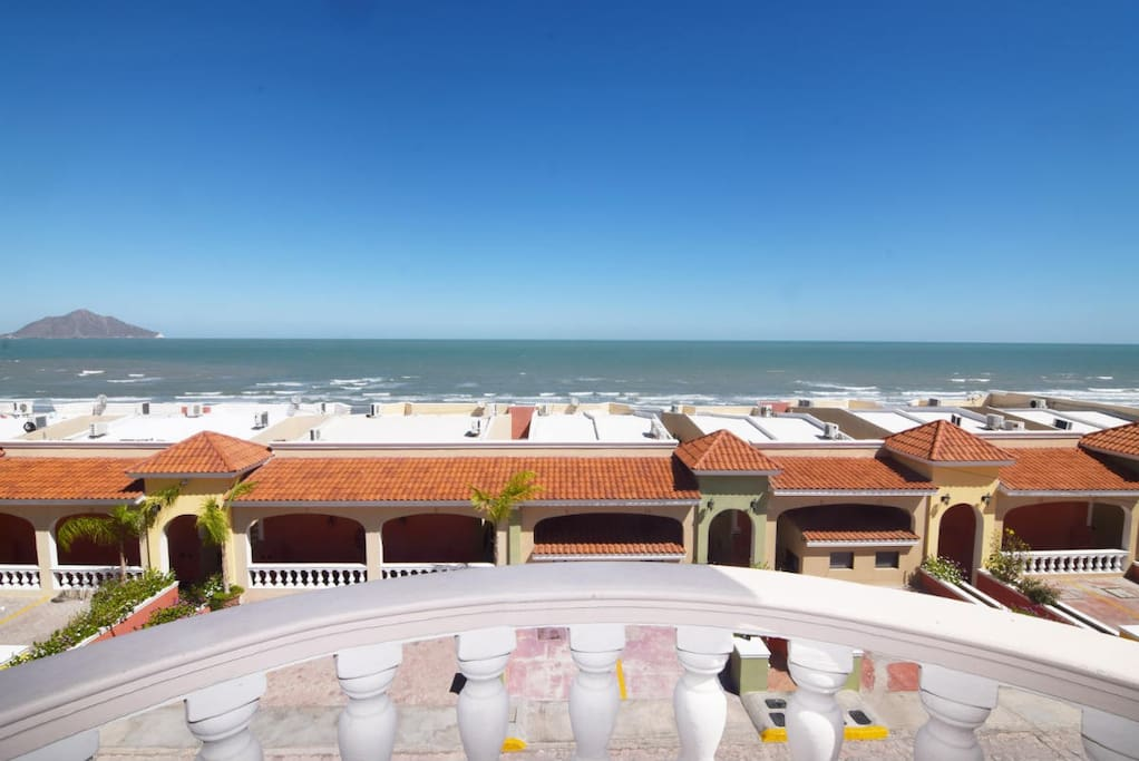 las palmas jerrys beach club house roof top community and beach view