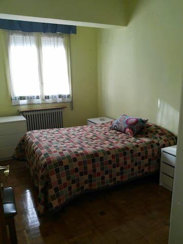 (A)Habitación privada en Pamplona/Room in Pamplona