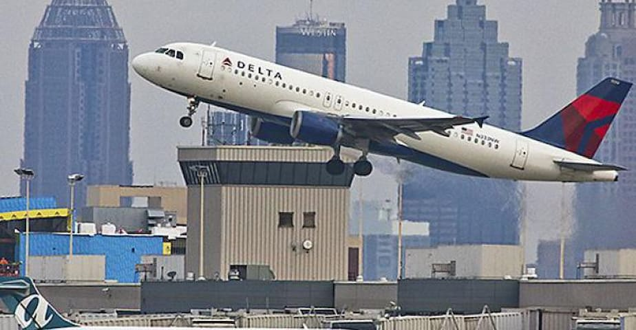 Atlanta Airport - 15mins Away  (Train Accessible)