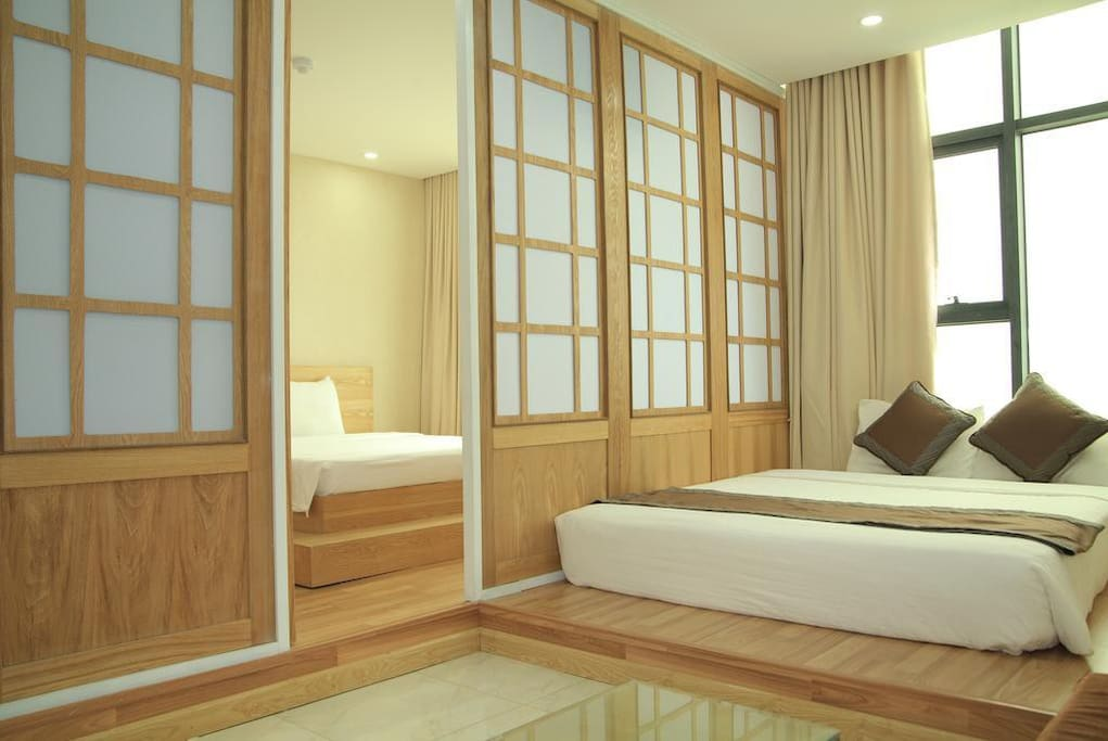 2 luxury and comfortable beds definitly bring our guest's deam come true.