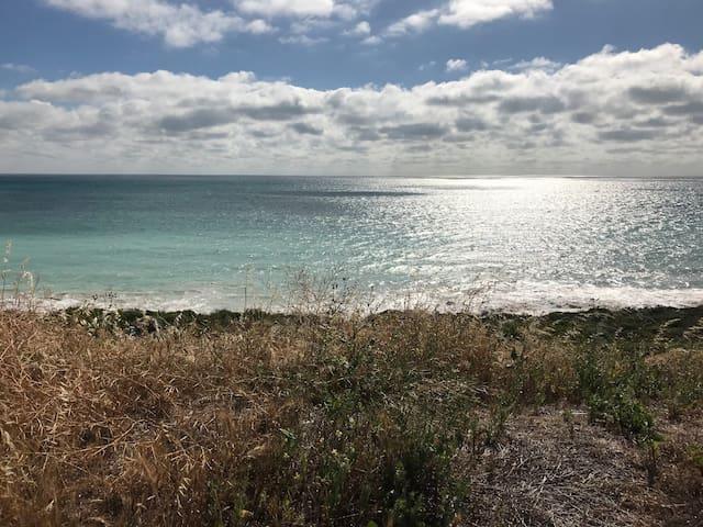 Quinns Rock Home so close to Beach