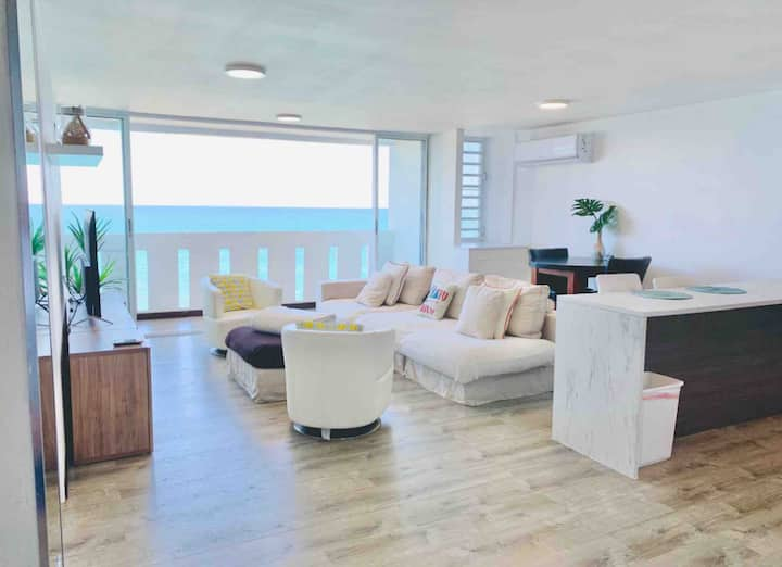 Breathtaking Oceanfront Condo: Pool - Gym - Tennis