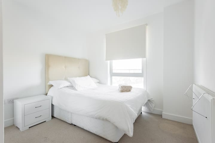 Sunny 1Bed Bricklane Apartment! - Lontoo