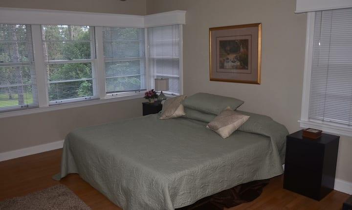 Oak Hill Two Bedroom Suite near UF (2 BR, 1 BA)