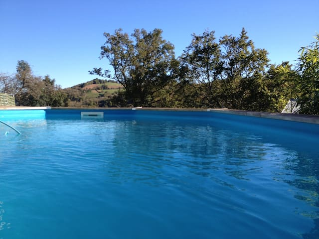 Studio avec piscine privée dans hameau verdoyant - Mayran - Byt