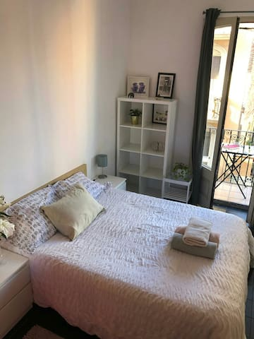 CENTRAL ROOM. DOUBLE BED, SUNNY BEDROOM WITH BALCONY.
