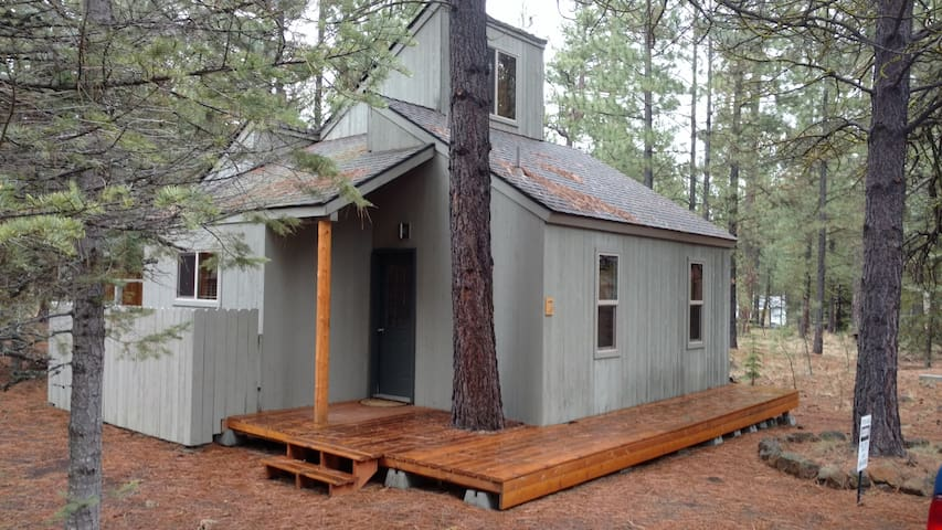 Loft nestled in pine trees at Black Butte Ranch - Sisters - Kabin