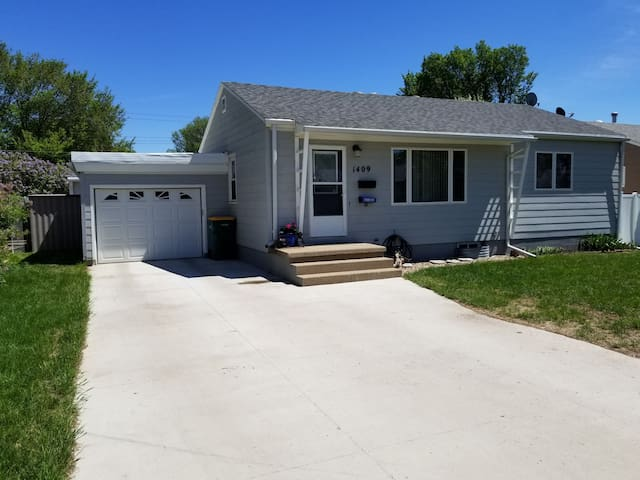 Cozy Cute Home, in the heart of Bismarck
