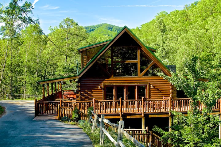 Luxury Cabin, Privacy, Hot Tub, Pool Table