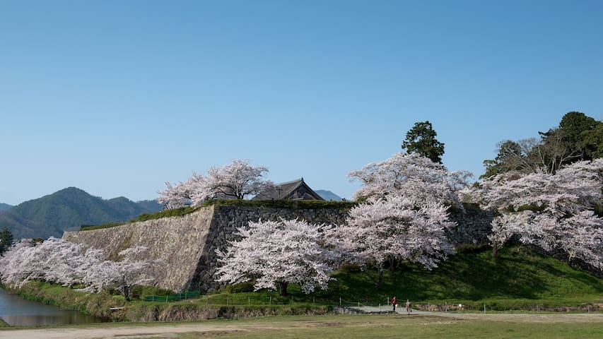 日本の田舎と山々に囲まれた、いにしえの香り漂う文化都市、三田と篠山 - Sanda - Ház