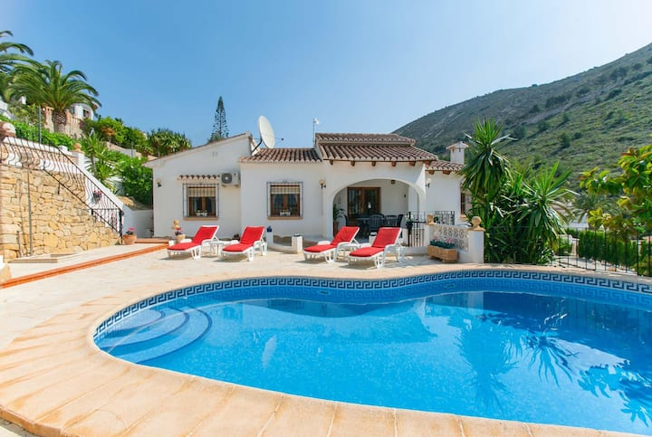 3 bed villa in a tranquil location with pool