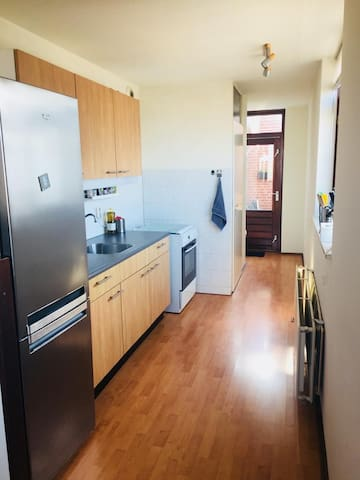 Spacious apartment close to centre / train and bus