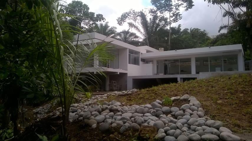 Casa moderna en la naturaleza - Pedro Vicente Maldonado - Ev