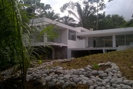 Casa moderna en la naturaleza - Pedro Vicente Maldonado