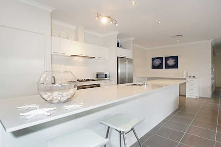 Penguin 4 Bedroom House-Shoalwater Executive Homes - Shoalwater