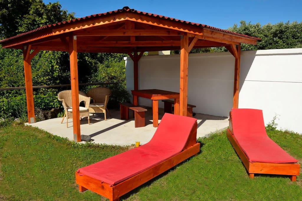 Garden with sitting area and sun lounger