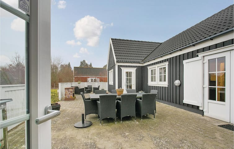 Holiday cottage with 3 bedrooms on 104m² in Vejby