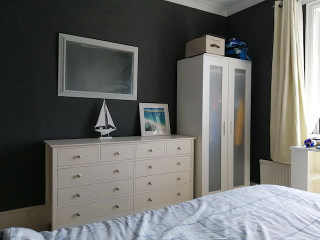 Double room in house near Wakefield