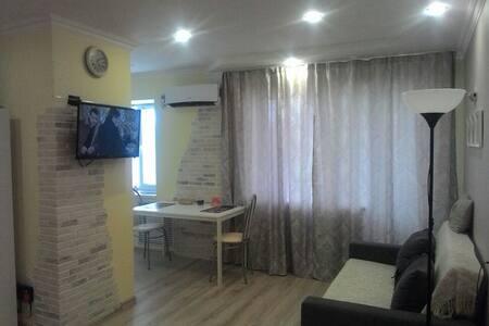 Апартаменты- студио б-р Народный. д.103