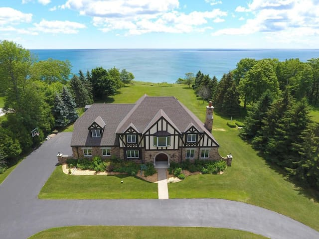 Lakefront getaway for the DNC and Ryder Cup!