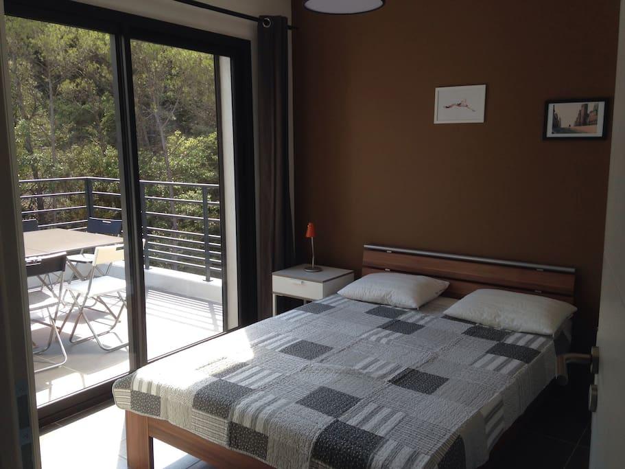 Toutes les chambres donnent sur une terrasse et ont vue sur la nature