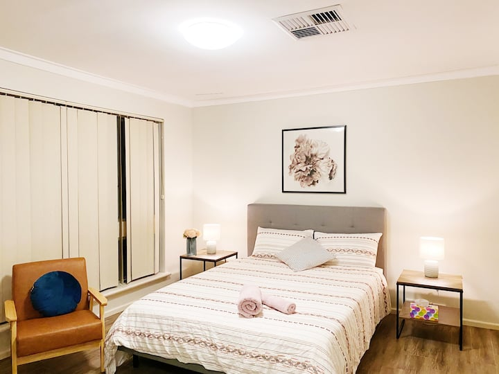 Perth best pet friendly big yard house tiled floor