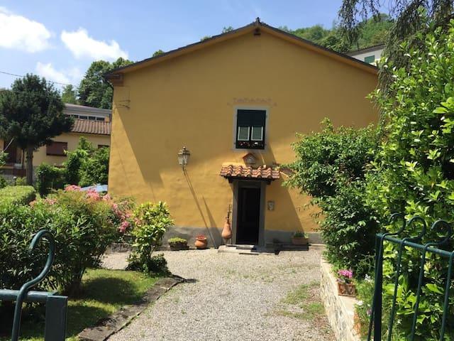 casa indipendente in centro Bagni di Lucca