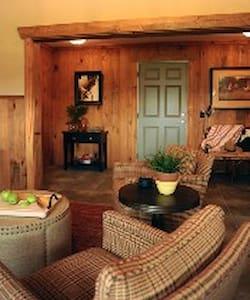 Private, 2 BR Barn Loft Apartment - Aiken - Lägenhet