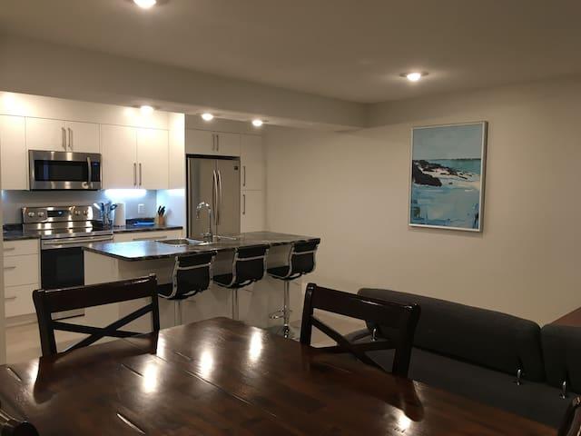 Dewar Suite - Brand New Private Ocean View Suite