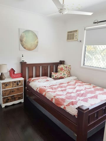 Private & kids room with bathroom - Townsville City - Appartement
