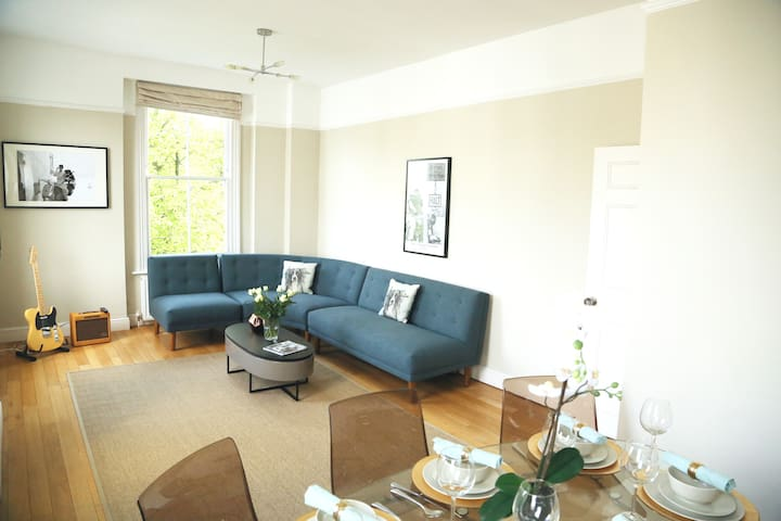 Santized Spacious sunny 2 double beds Notting Hill