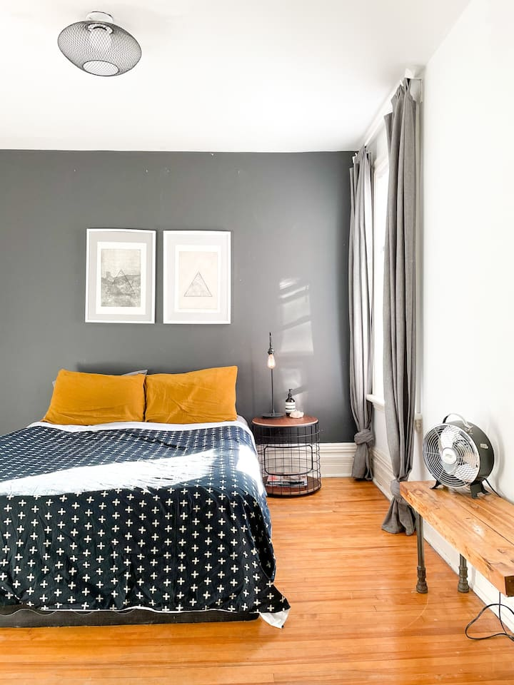 'Maison Melrose' 2 Bedroom Hintonburg Apartment