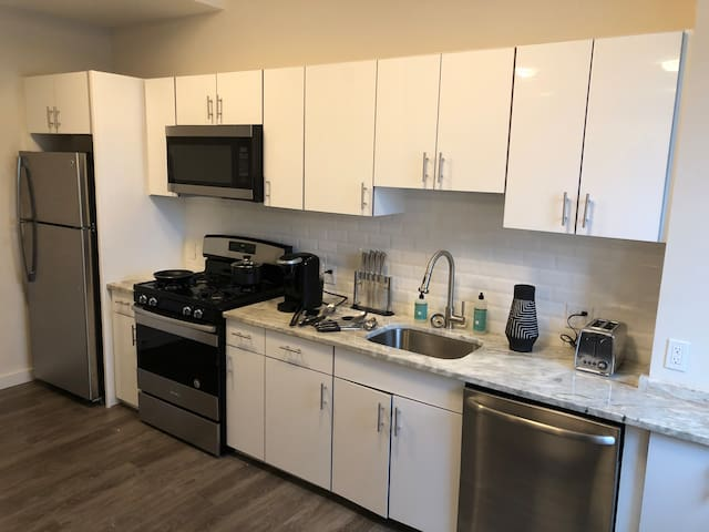 Studio+Gym, Parking, Laundry-New Haven/North Haven