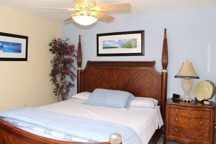 Guest Cottage Bedroom with King Bed Overlooking the deck and the River